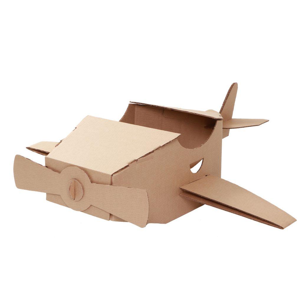 Perspectiva do avião de papelão