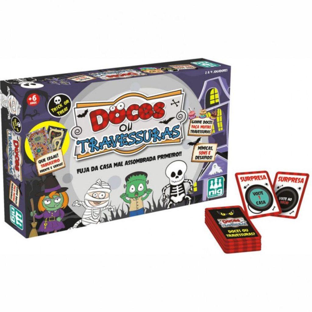 embalagem e cartas do jogo doces ou travessuras
