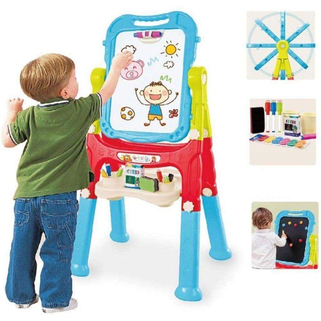 Criança brincando na lousa magnética 2 em 1 estúdio