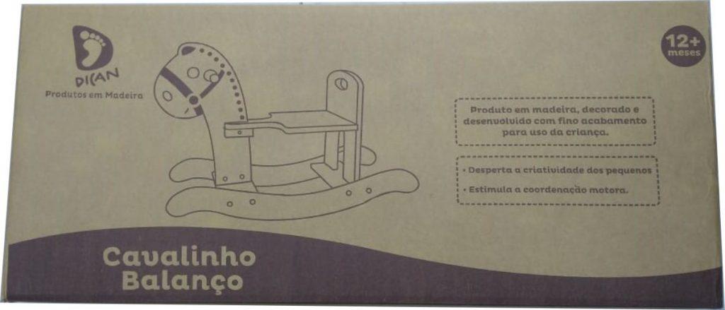 Embalagem do Cavalinho de balanço em madeira natural