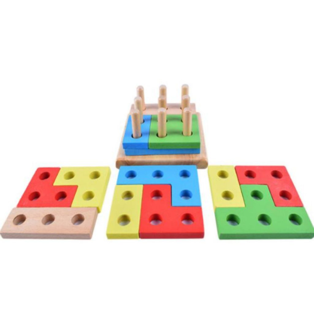 encaixe geométrico com peças desmontadas