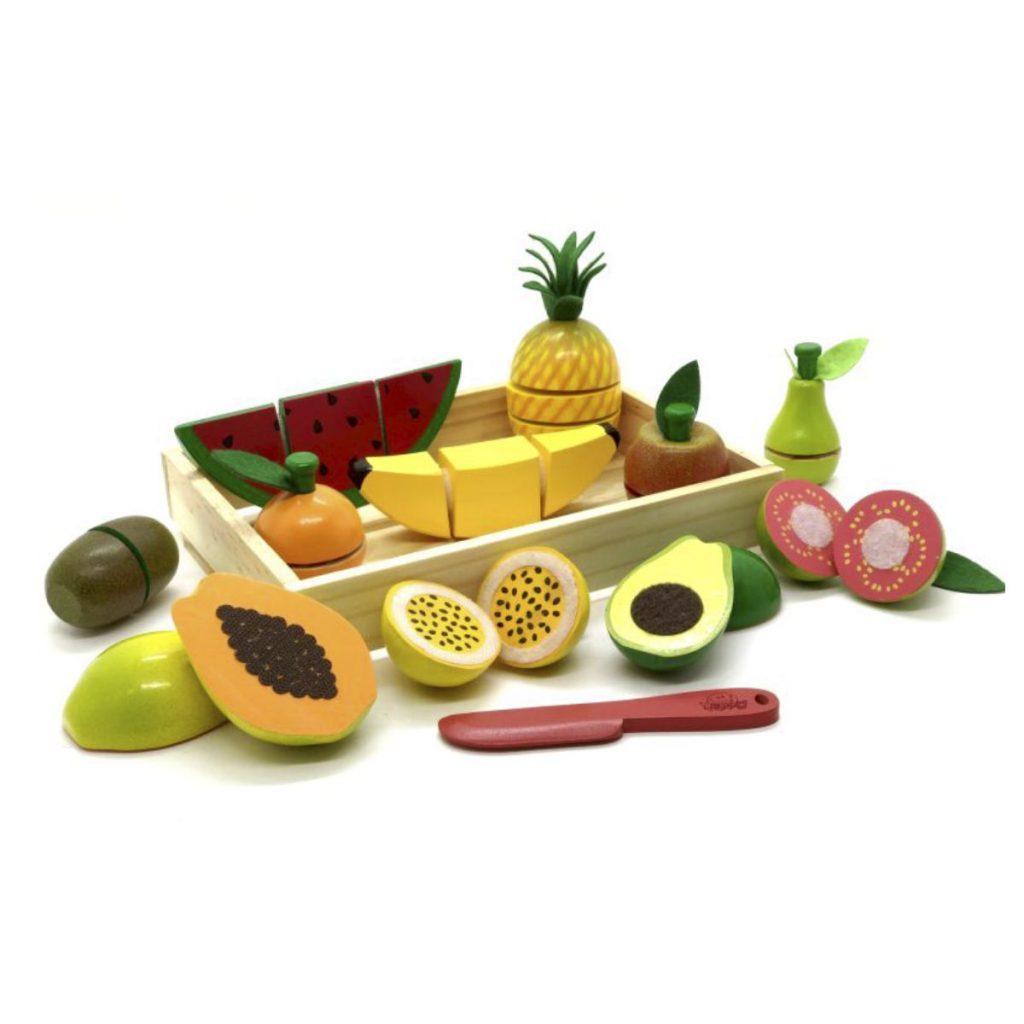Kit frutinha com corte na caixa com as frutas em exposição fora da caixa