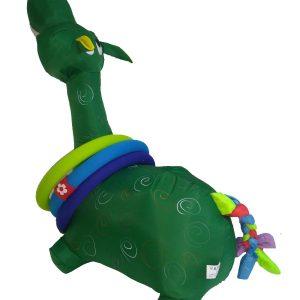 Girafa verde com argolas