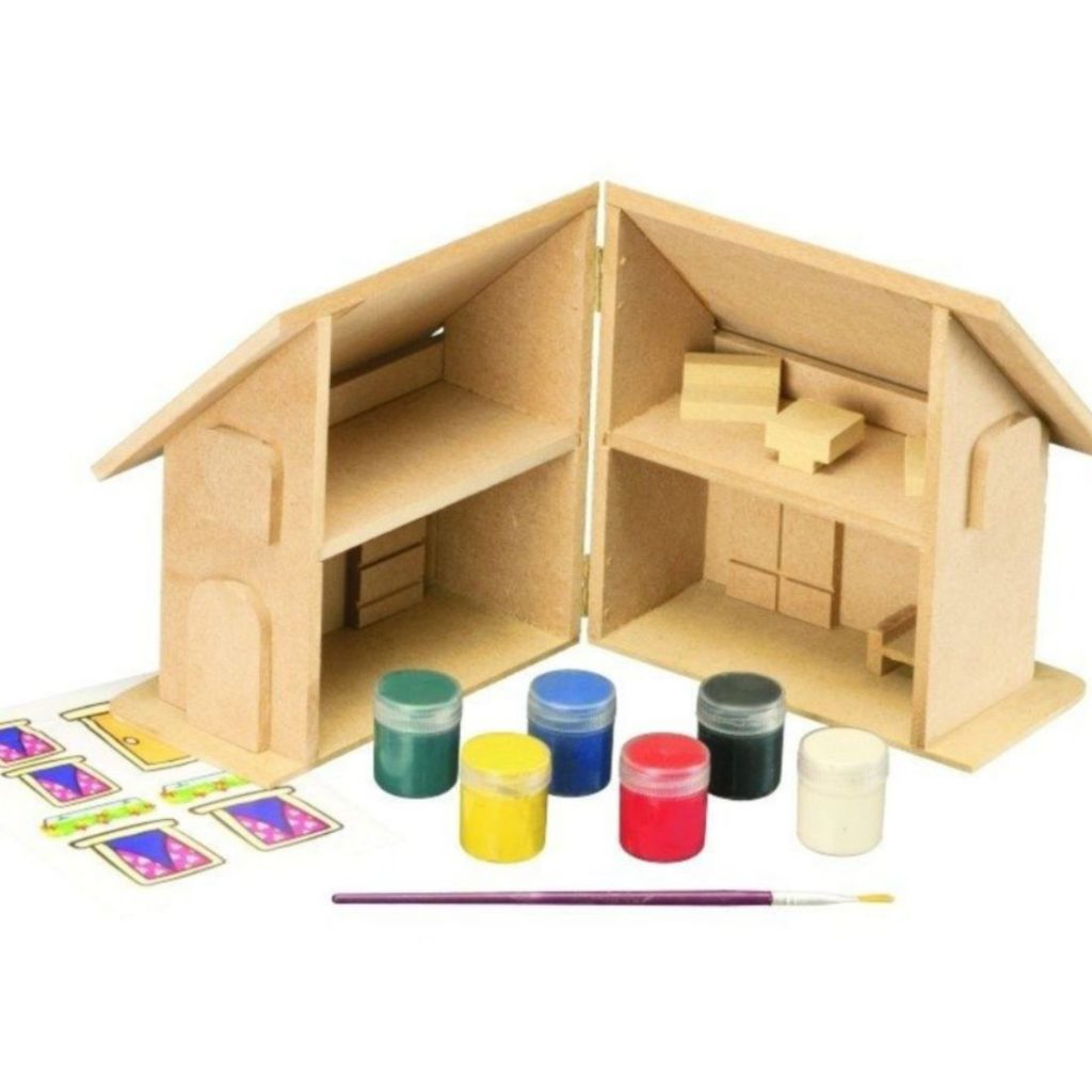 Pinta casinha com mini móveis de madeira aberta