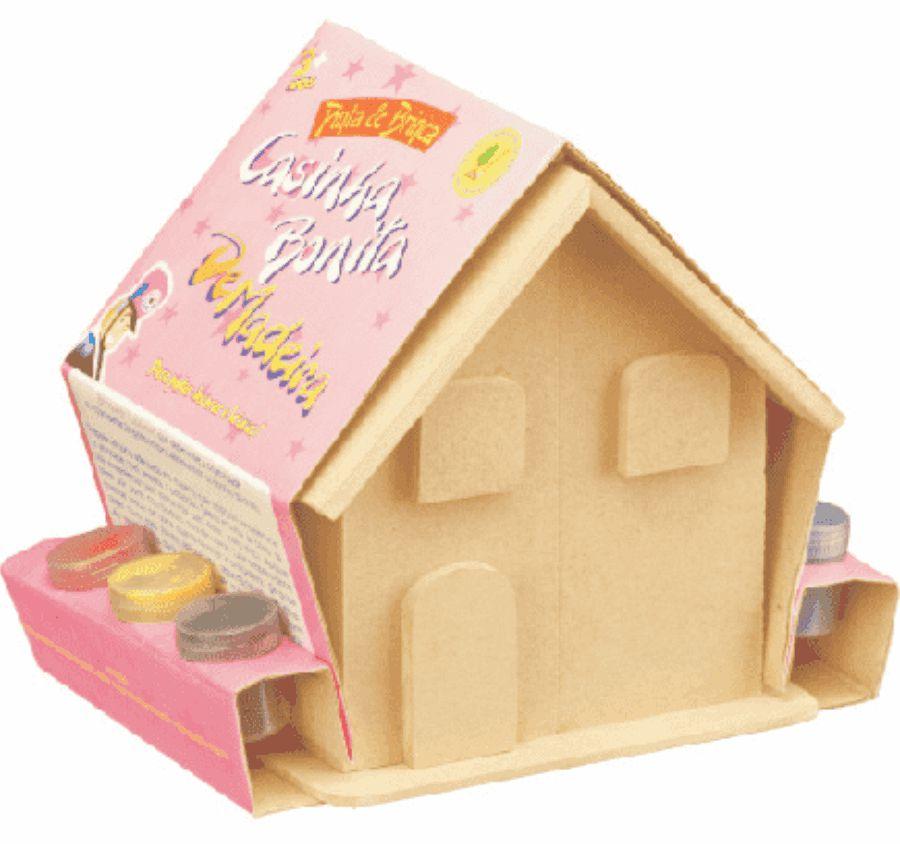 Pinta casinha com mini móveis de madeira