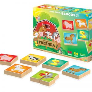 Embalagem e peças do quebra-cabeça em blocos da fazenda