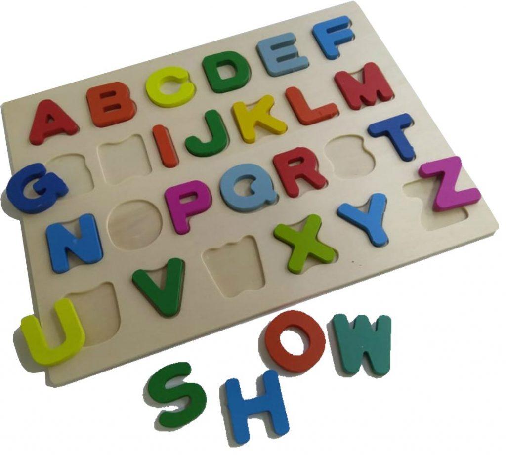 Quebra-cabeça do alfabeto desmontado