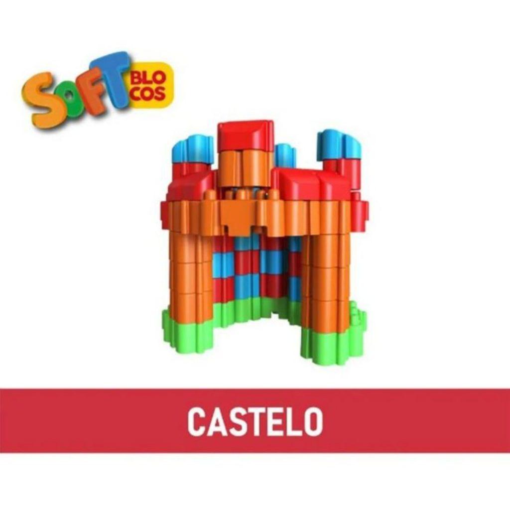 Castelo montado com os soft blocos macios